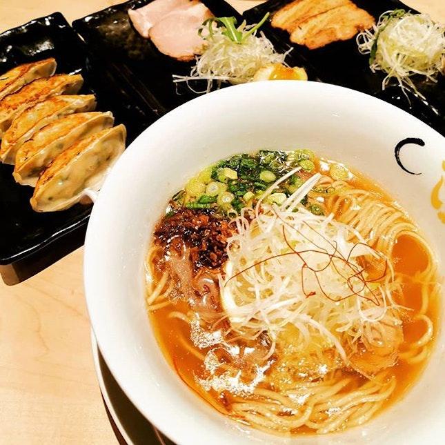 Crab ramen 🦀🦀 Konjiki Hototogisu 金色不如帰 is a one Michelin Star ramen restaurant from Tokyo.