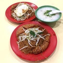 Clear off my Monday blue morning with Economic Bee Hoon with porridge don't miss out on their Ngoh Hiang (五香) Rate: 3/5 Price: from $2 Shop: Ah Bao Mei Shi (阿宝美食) Opening: From 6.30am till 10plus Place: Blk112 Jalan Bukit Merah market and food centre 01-10(S)160112 * * * #foodporn #foodhunter #foodlover #foodpic #food #foodie #foodgasm #foodhunt #foodstagram #foodpics #foodphotography #instafood #sgfood #foodisfuel #foodshare #foodstyling #f52grams #foodblogger #eeeeeat #whati8today #exploresingapore #breakfast #beehoon #bukitmerah #market #hawker #coffee #mondayblues #porridge #burpple