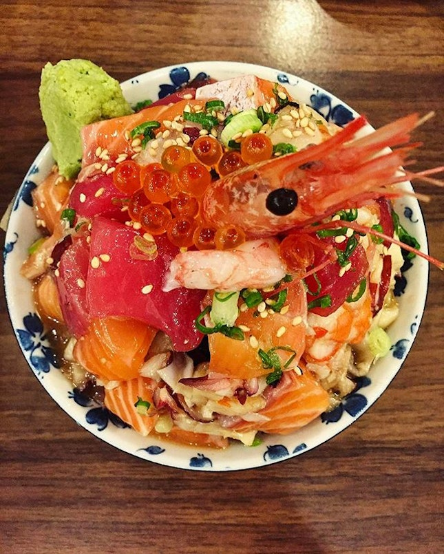 Sushiro - Premium Bara-Chirashi Don (💵S$24.80) Salmon, Tuna, Scallops, Hamachi, cooked Tako (octopus) & a Butterflied Prawn on a Mountain of Sushi Rice.