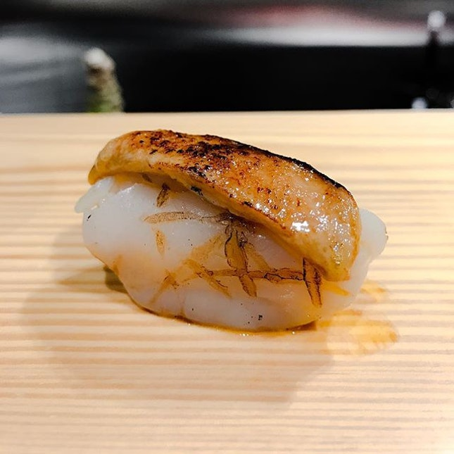 Southpaw Bar & Sushi - Omakase Take (💵S$98) - HOSTED TASTING - Hotate 海扇, Aburi Scallop with Foie Gras Nigiri Sushi 🍣 • ACAMASEATS & GTK💮: Hotate 海扇 Scallop was first Aburi-ed then Chef Kenny top it with a slab of thick Foie Gras before Melting it with a torch.