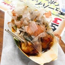 Takoyaki (💴¥500/💵S$6.25) 🐙 • ACAMASEATS & GTK💮: A Japanese snack that is made out of wheat flour-based batter & cooked in a special moulded pan.