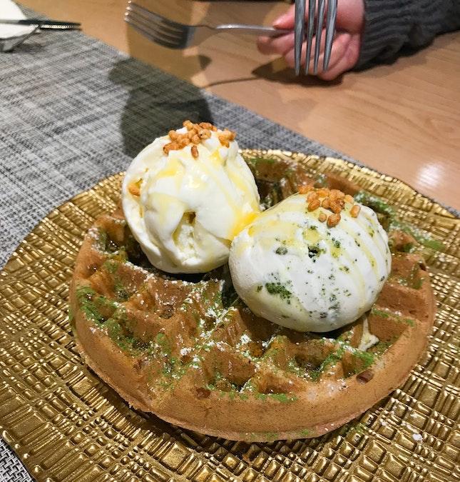 🧇waffles + gelato!