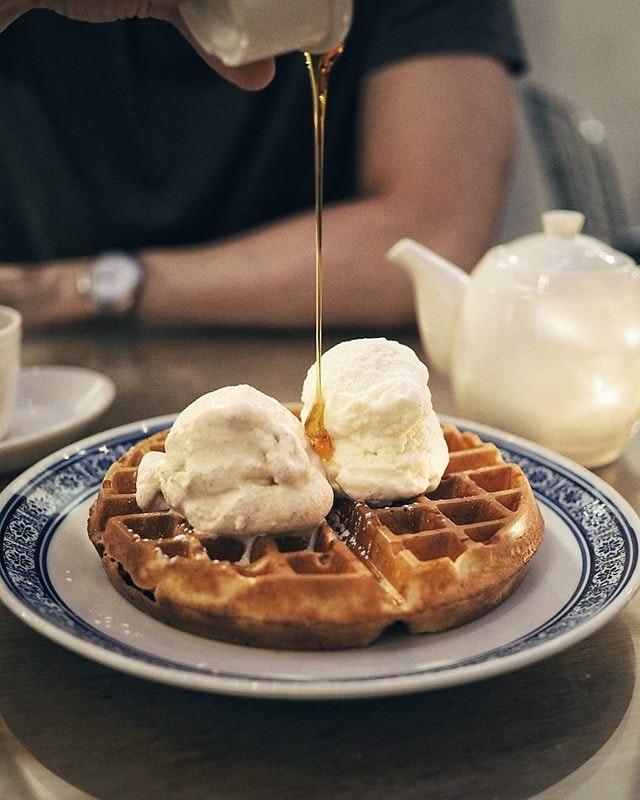 🍯/ Honey Cinnamon + Vanilla  My hand model improved his pouring skills 😆  #sgfood #sgfoodies #burpple #instafood_sg #sgcafe #exploreflavours #asiafoodprn #おいしい  #waffles  #foodvsco #f52grams #eeeeeats #huffposttaste #onthetable #buzzfeast #forkyeah #getinmybelly #food52 #feedfeed #lovefood #tastethisnext #eattheworld #foodandwine #thekitchn #feedyoursoull #eatfamous #tastingtable #bestfoodworld #beautifulcuisines #dailyfoodfeed