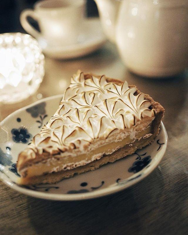 🍋/ Lemon Meringue Tart  I like my lemon desserts bit more tangy tho  #sgfood #sgfoodies #burpple #instafood_sg #sgcafe #exploreflavours #asiafoodprn #おいしい  #lemon #foodvsco #f52grams #eeeeeats #huffposttaste #onthetable #buzzfeast #forkyeah #getinmybelly #food52 #feedfeed #lovefood #tastethisnext #eattheworld #foodandwine #thekitchn #feedyoursoull #eatfamous #tastingtable #bestfoodworld #beautifulcuisines #dailyfoodfeed