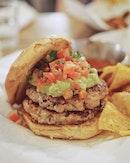 Quickly becoming one of my fav burger places 😌 • • •  ________________________________  #sgfood #sgfoodies #burpple #instafood_sg #sgcafe #sgig #igsg #exploresingapore  #bonappetit #vscoedit #agameoftones #thecreatorclass #createcommune  #foodvsco #f52grams #eeeeeats #huffposttaste #onthetable #buzzfeast #forkyeah #getinmybelly  #tastethisnext #eattheworld #foodandwine  #feedyoursoull #eatfamous #tastingtable #bestfoodworld #beautifulcuisines #dailyfoodfeed