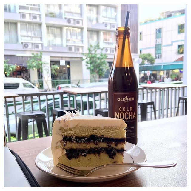 Pulut Hitam Cake with Pandan Sponge and Cold Mocha 🍰☕️ Going to Old Hen Coffee always excites me because of their cakes!
