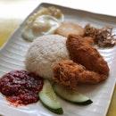 Chicken Wing Set ($3.90 + $0.50 for fishcake)