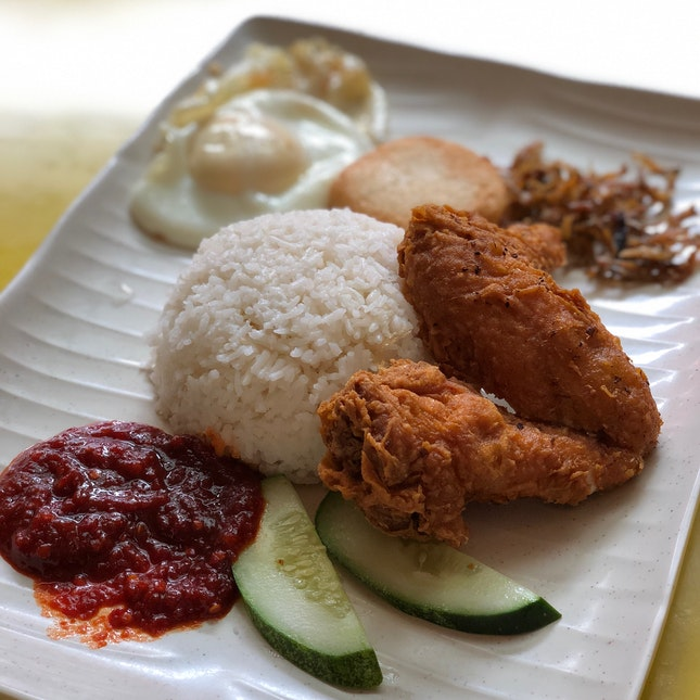 Chicken Wing Set ($3.90 + $0.50 for fishcake)