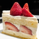 🍽: Strawberry Shortcake • Price: $10.20 • 🚇: Tanjong Pagar 📍: #B2- 7, 15 Wallich St • Love how light and fluffy this strawberry shortcake is!