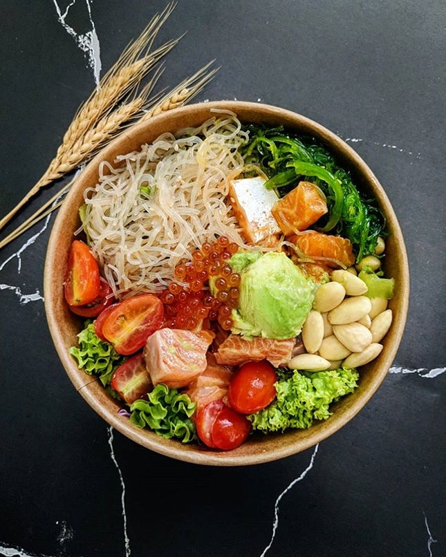 Healthy bowl of Poké 🥗 Looking for a quick lunch/dinner break with customisable toppings?
