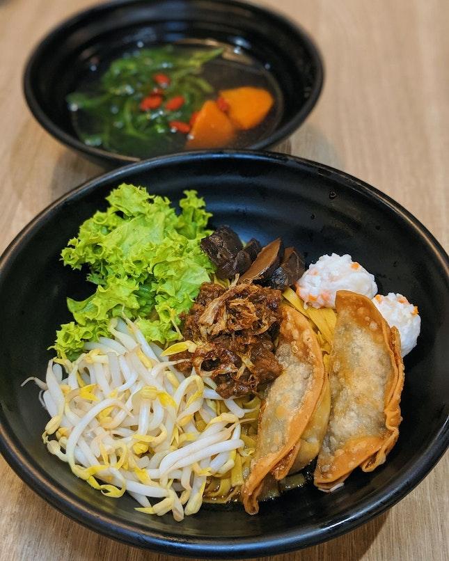 Mee Pok w/ Fried Mixed Veg Gyoza ($5.90)