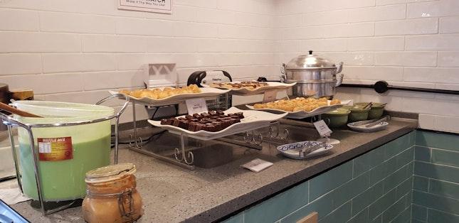 Lunch Buffet Cake Spread $29.80++