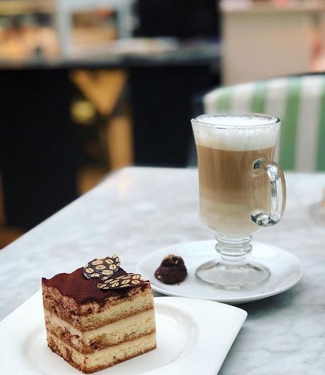 I have a thing for tiramisu ❤️ #latte #tiramisu