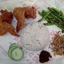 When mid-week lunches are as gorgeous as this Nasi Lemak set right here.