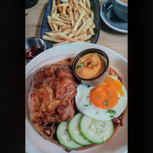 This Nasi Lemak Waffle set and Truffle Fries at @montanasingapore are to die for .
