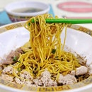 This Michelin bak chor mee was much too vinegary for our tastebuds, it overwhelms everything in the bowl (no wonder the uncle in front of our queue kept emphasizing to add less vinegar) but we're guessing a lot of ppl like lots of vinegar because the wait for the noodles was no joke.