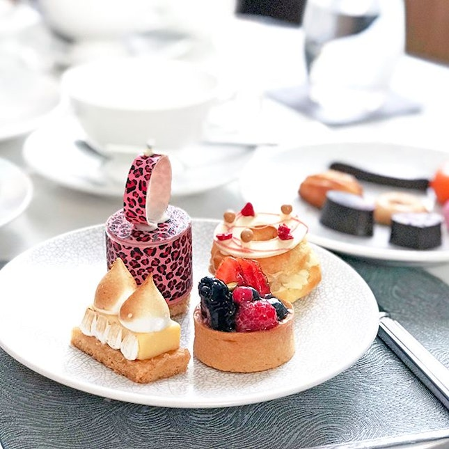 Signature High Tea [S$48.00++] ・ Had quite a lovely experience at @renku.lounge high tea and in all, the most interesting part is the introduction to the different unique teas by a Tea Master and being able to smell the tea leaves before deciding on which to drink.