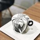 Marble Black Sesame Latte [S$5.90] Avocado Ice Cream [S$16.00/2halves] ・ Pretty marble latte from @HanaRestaurantSG tasted awesome!