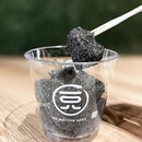 Black Sesame Warabimochi [S$5.90/cup] ・ My wish has been heard as @108MatchaSaroSG offers Warabimochi in Black Sesame flavour♥︎ Needless to say, it's pleasantly delightful and I regretted not getting the box which comes in 24pcs.
