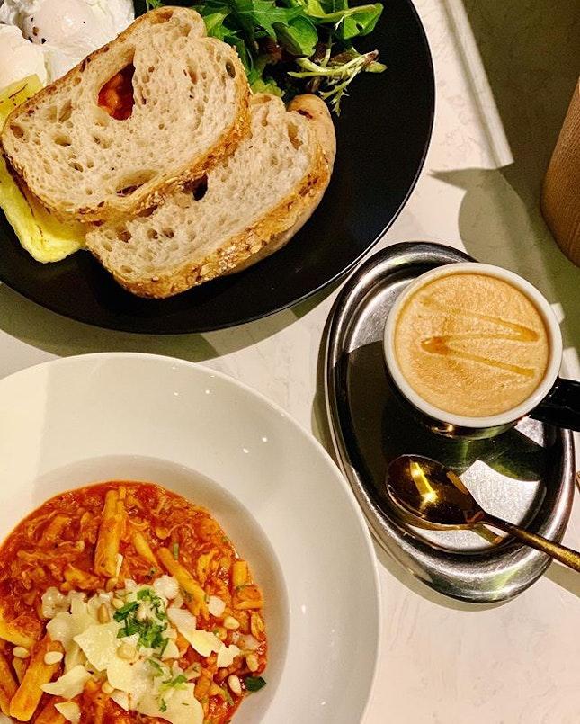 Surround yourself with good food @thecoffeeacademics 🦀️☕️🥗 · #chilicrab #pasta #homemade #salad #coffee #manukahoney #foodie #foodporn #foodiegram #foodphotography #westernfood #cafe #finedining #weekendvibes #rafflesplacesingapore #exploresingapore #burpple #burpplesg