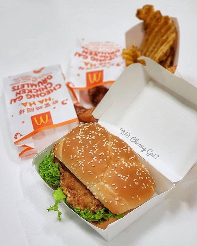 哈哈 Cheong Gai Menu from McDonald's #meh::#singapore #sg #igsg #sgig #sgfood #sgfoodies #food #foodie #foodies #burpple #burpplesg #foodporn #foodpornsg #instafood #gourmet #foodstagram #foodphotography #nofilter #mcdonalds #mcdonaldssg #hahacheonggaichickenburger #hahacheonggaichickendrumlets #chicken #friedchicken #prawnpastechicken #fastfood #new