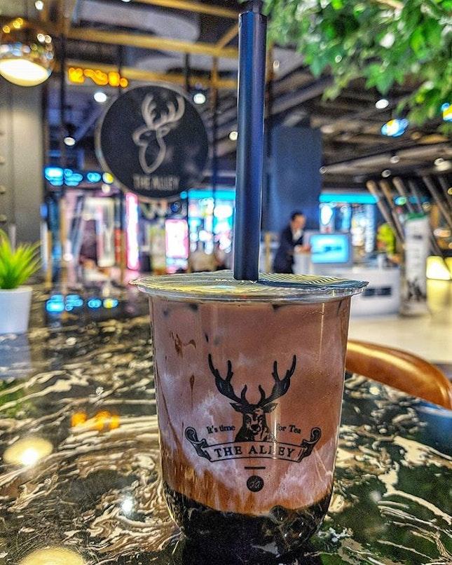 Feels like I'm on a quest to drink them (bubble tea) all 😅 : : #thailand #thai #bangkok #bkk #travel #traveller #travelphotography #wanderlust #food #foodie #foodies #burpple #foodporn #instafood #gourmet #foodstagram #yummy #yum #foodphotography #milk #tea #boba #bubbletea #milktea #thealley #thealleythailand #brownsugar #cocoa #siamcenter