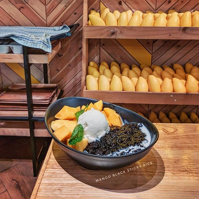 Mango Black Sticky Rice 🥭🍚 @ The Mango Garden : : #thailand #th #thai #bangkok #bkk #thaifood #food #foodie #foodies #burpple #foodporn #instafood #gourmet #foodstagram #yummy #yum #foodphotography #travel #travelphotography #wanderlust #mobilephotography #dessert #sweet #mango #coconut #icecream #siamparagon