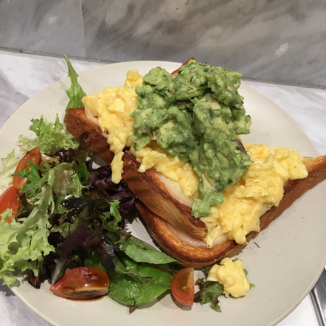 Avo Egg Toast