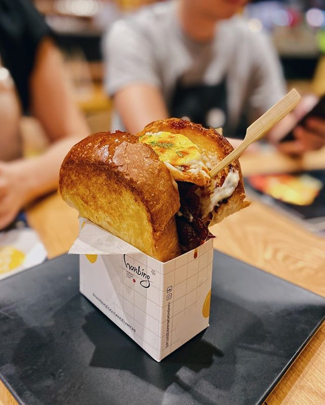 Besides the well known thirst quenching snowy bingsu, hello to the Korean Eggu Sandeuwichi for something different 😍 •  The Beef Bulgogi Sandeuwichi; tender beef slices well marinated with a tinge of sweetness, heavy coleslaw base and a fried egg topping, sandwiched between a thick buttery toast •  Beef Bulgogi Sandeuwichi RM18.80 •  #hanbing #hanbingkoreandessertcafe #inkigayo #beefbulgogi #koreansandwich #koreaneggsandwich #burpple #burpplekl #eatnowkl #klnow #saysmakan