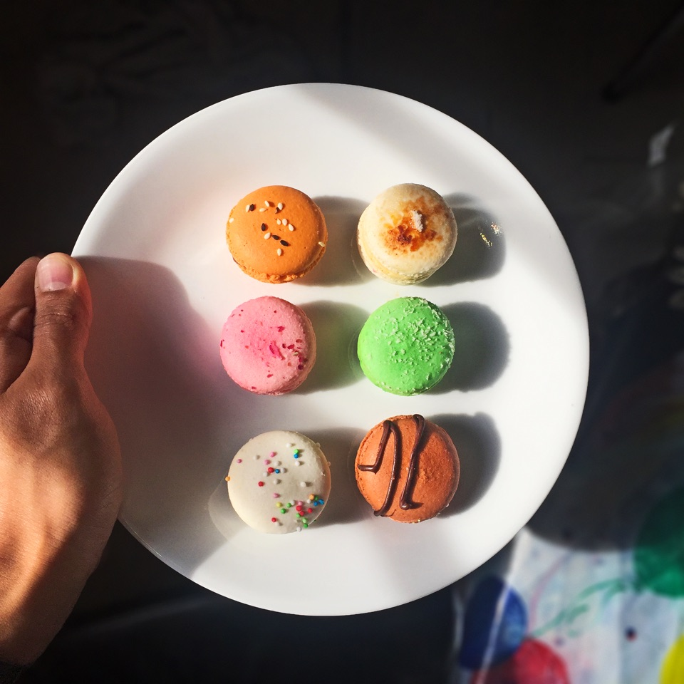 Assorted Macarons (6 for $12)