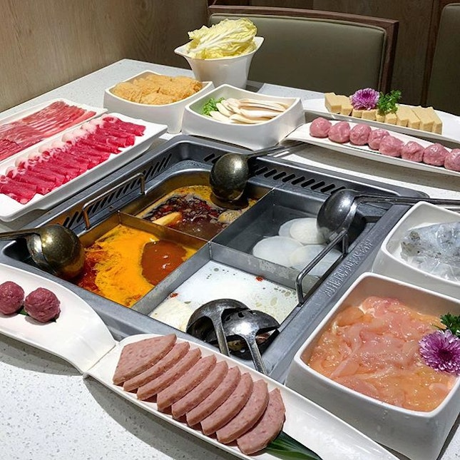"""The """"high SES"""" kind of steamboat dinner."""