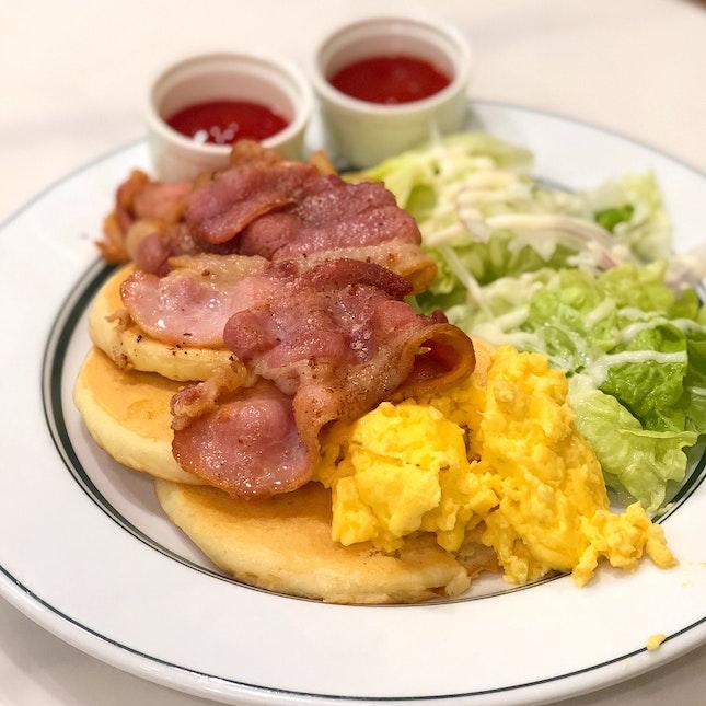 Turkey Bacon & Scrambled Egg Pancakes