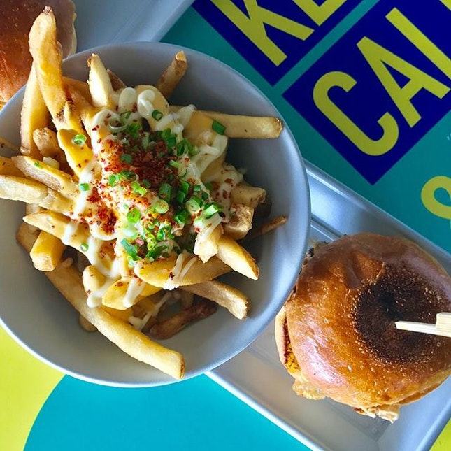 Yay for good burgers and fries in the easttt :D #burpple #burpplesg #burgernomics #pasirrishawkercentre #roastedpotatopiggiessummeredition #tslmakan #stfoodtrending #sgfood #sghawkers #sgfoodie #exploresingapore #onthetable #whati8today #burgers #fries #igsg