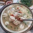 Comfort food on a rainy day ☔ 鮮甜的海鮮粥好暖胃😍 不料遇到突發狀況胃口都沒了🙈 真的是林子大了什麼樣的鳥都有啊~  #hmfoodsteps📍jb