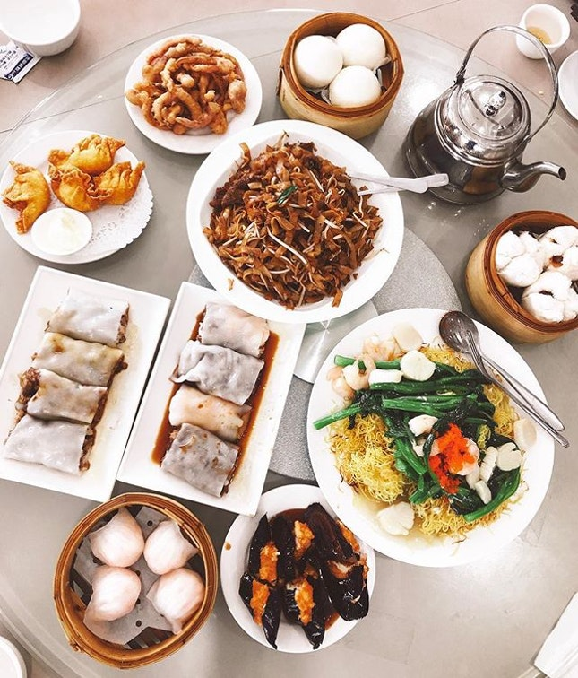 Throwback to a dim sum feast where almost each dish is 2-3x larger than they would be in Asia 😀