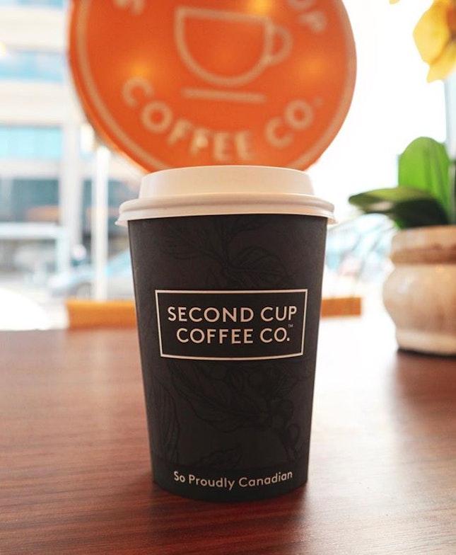 🍁MAPLE LATTE 🍁 The maple taste isn't that distinct, it tastes just like caramel latte 😊👍🏻 .