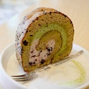 Bliss is having this Matcha Red Bean Roll Cake at @maribakeshop.