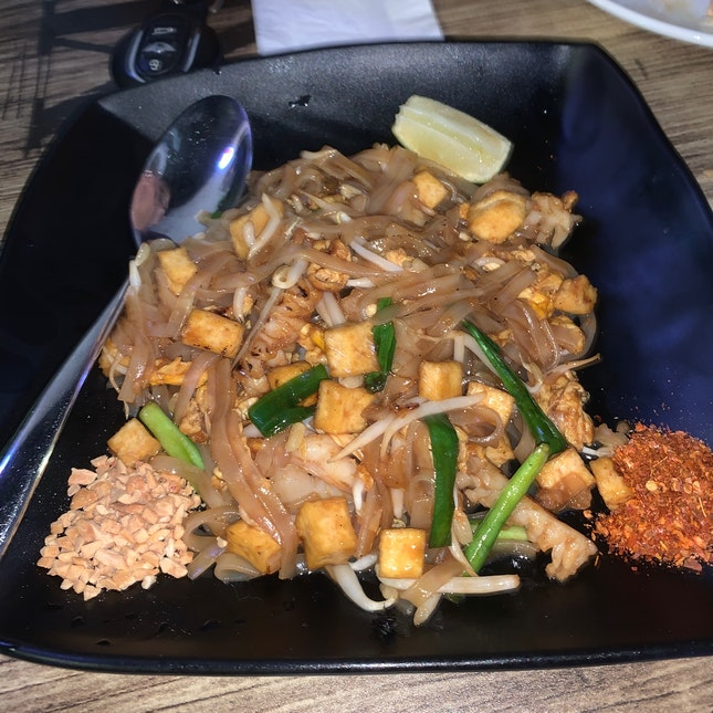 Seafood Pad Thai ($9.90)