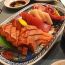 Fresh and thick salmon, swordfish, yellow tail, tuna an octopus sashimi at this classic jap buffet.