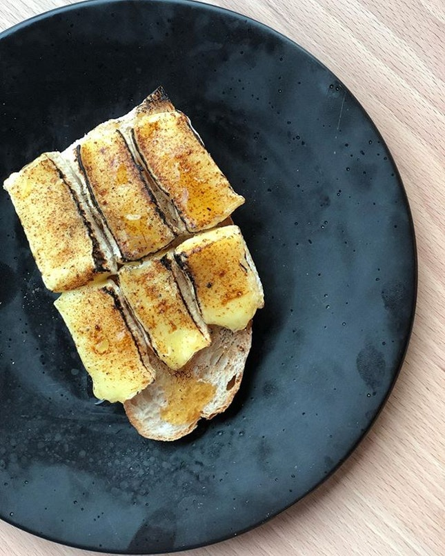 Grilled camembert with rosemary honey 🍯 toast.