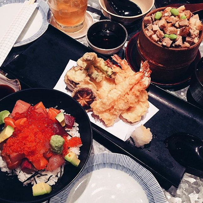 Plum Wine x Mixed Tempura x Pork Charsiew Double Steamed Rice in Bamboo x Bara Kaisen Don // All my favorite w @puzzrell 😝 #vsco #vscom #vscophile #vscosg #vscofood #igsg #sgig #nomnom #food #foodie #fotd #foodgasm #foodstagram #burpple #burpplesg #onthetable #instafood #8dayseats #foodphotography #ighub #latergram #sumiyasg #throwback #tbt