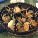 •Grilled Clams in Sherry Wine• 🐚🍷😋👍🏻💯‼️ Ratings: 8/10 Comments: always a fan of grilled clams, sherry wine mixed with chopped garlic drizzled over the fresh and juicy clams!
