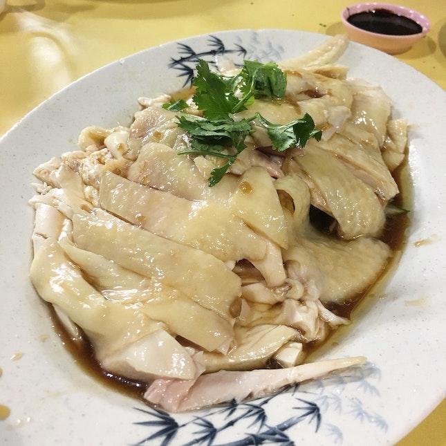 白斩鸡 (white sliced chicken)