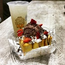 Luscious Shibuya Chocolate Toast ($11.50) and Lemongrass tea ($3.50).