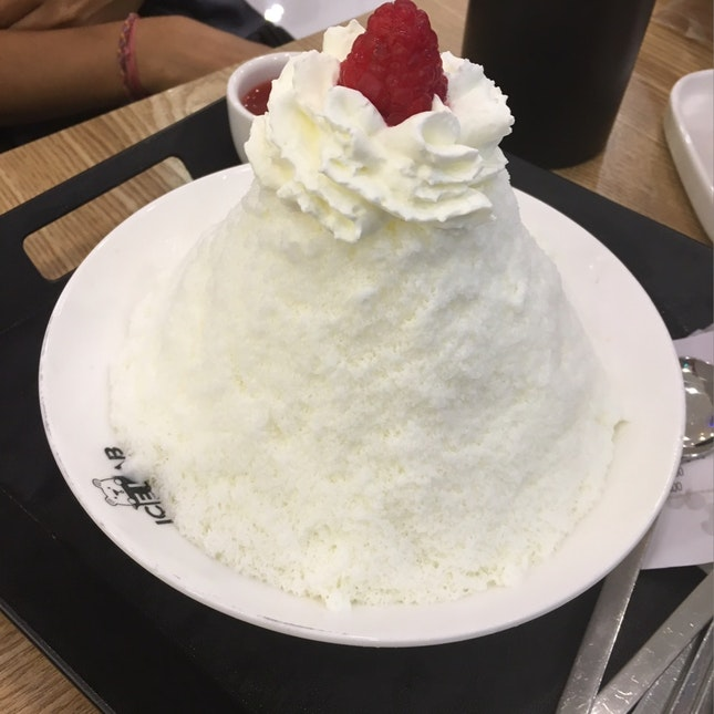 A Beautiful Strawberry Bingsu