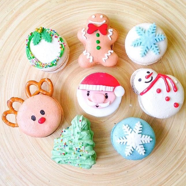 Christmas edition of character macarons!
