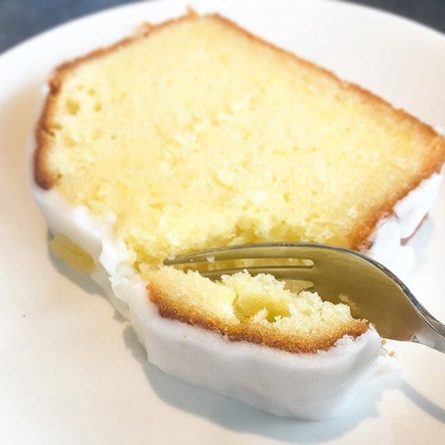 A great slice of moist lemon 🍋 pound cake ($4).