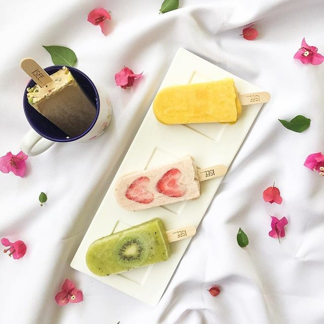 These handcrafted fruit 🍈🍍 and milk based ice pops from Hong Kong are trending in Singapore!