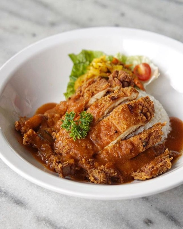 Chef Curry Rice Special with Crispy chicken cutlet 🔻 @thechopchopselections never fail to deliver when it comes to crispy chicken!