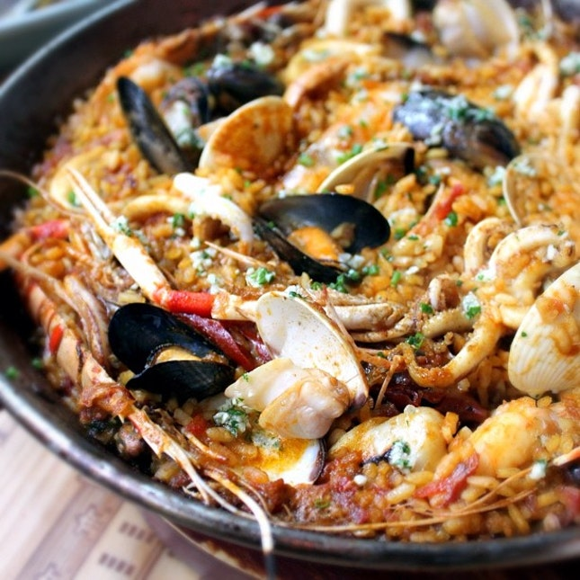 Check out the yummy seafood paella from new Spanish restaurant Bomba Seafood Paella. Review at *่DanielFoodDiary.com